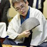 Habu beats Satou on the first game of the Meijin title